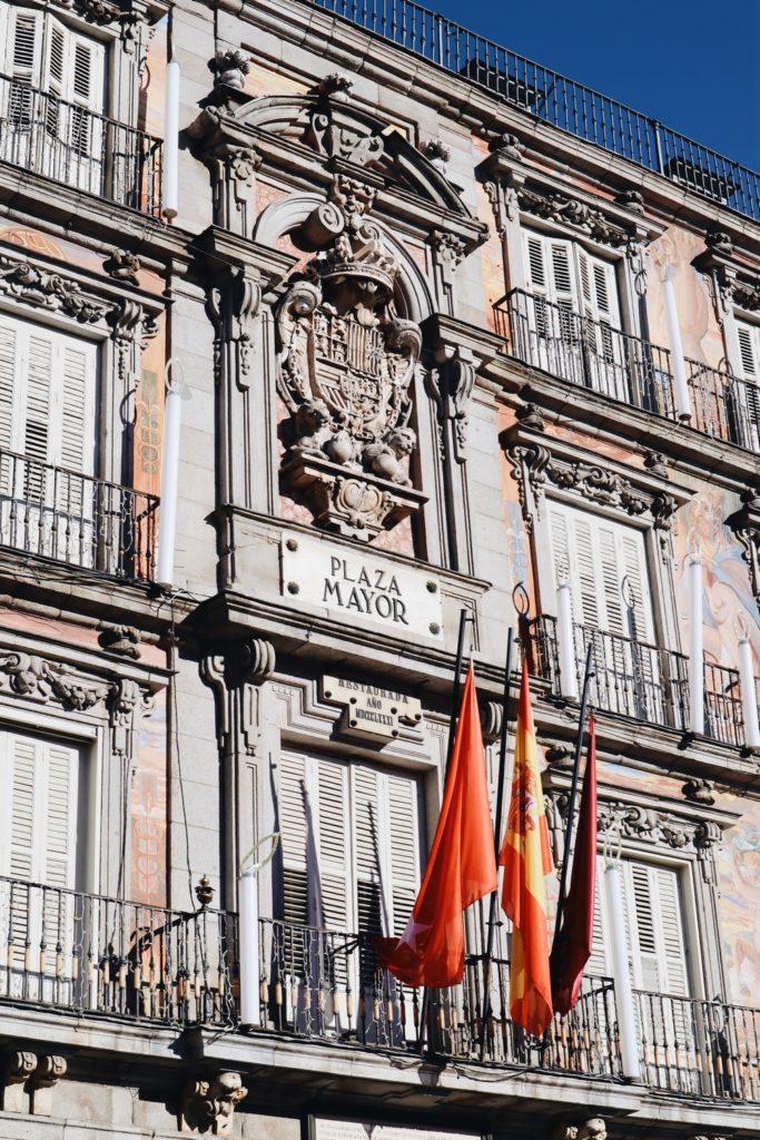 façades plaza mayor madrid espagne