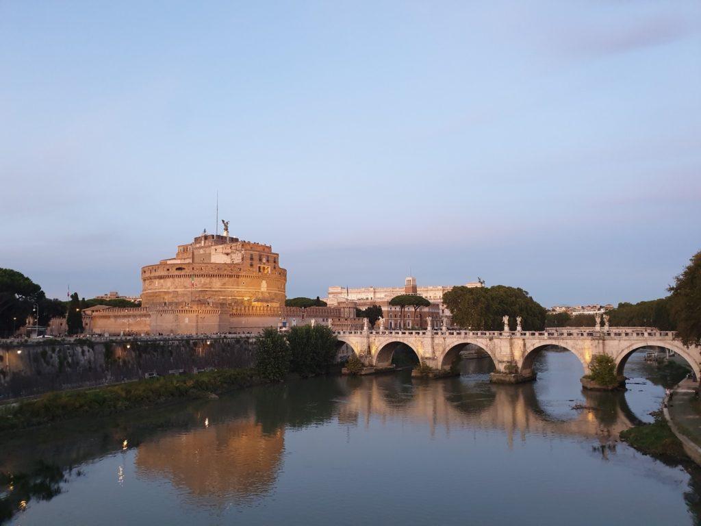 balade romantique pont saint ange rome italie