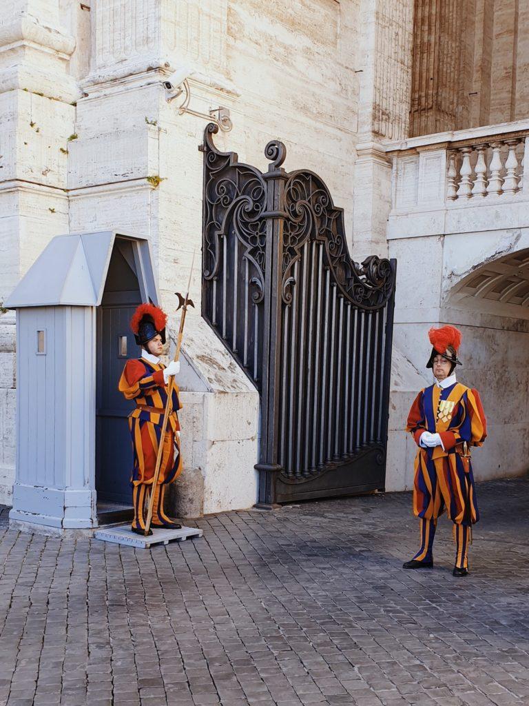 gardes vatican rome italie