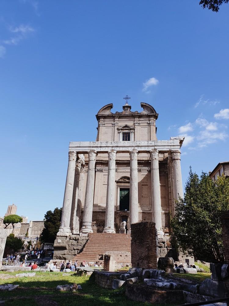 monument historique forum romain rome italie