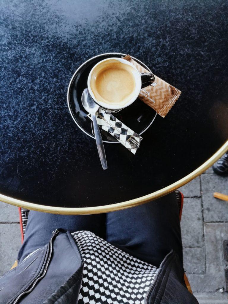 cafe en terrasse a nantes bords de loire