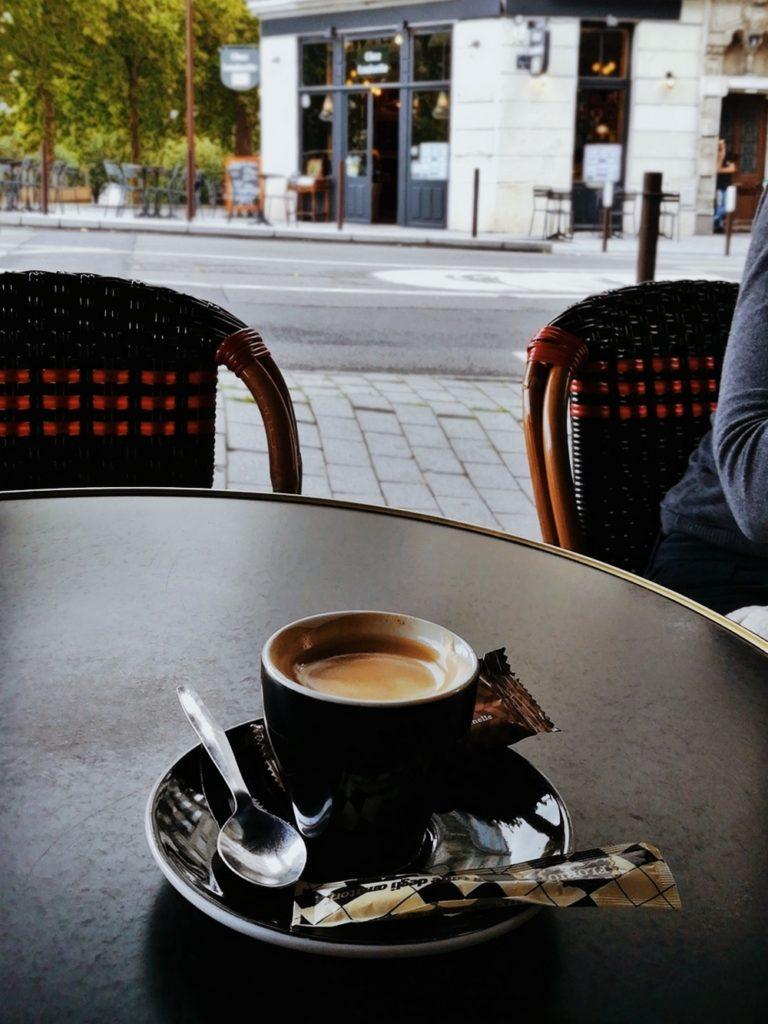 prendre un café en terrasse à nantes