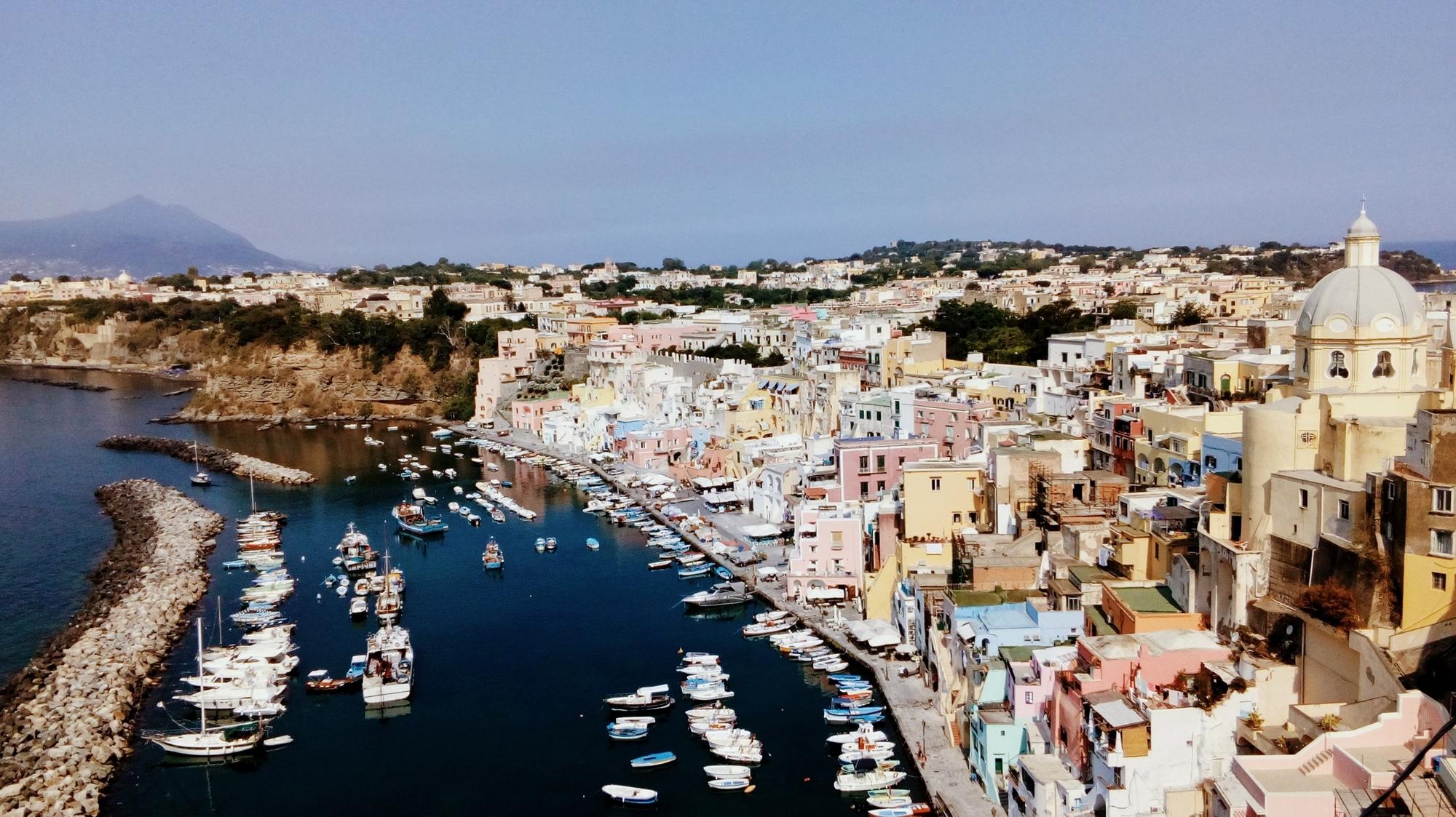procida ile italie maisons multicolores blog voyages