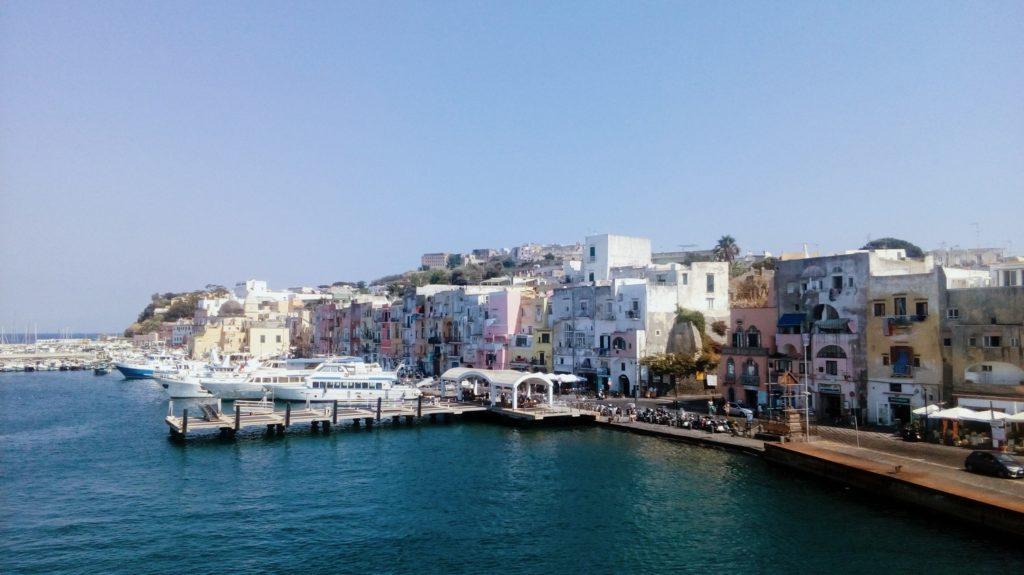 se rendre a procida italie blog voyages